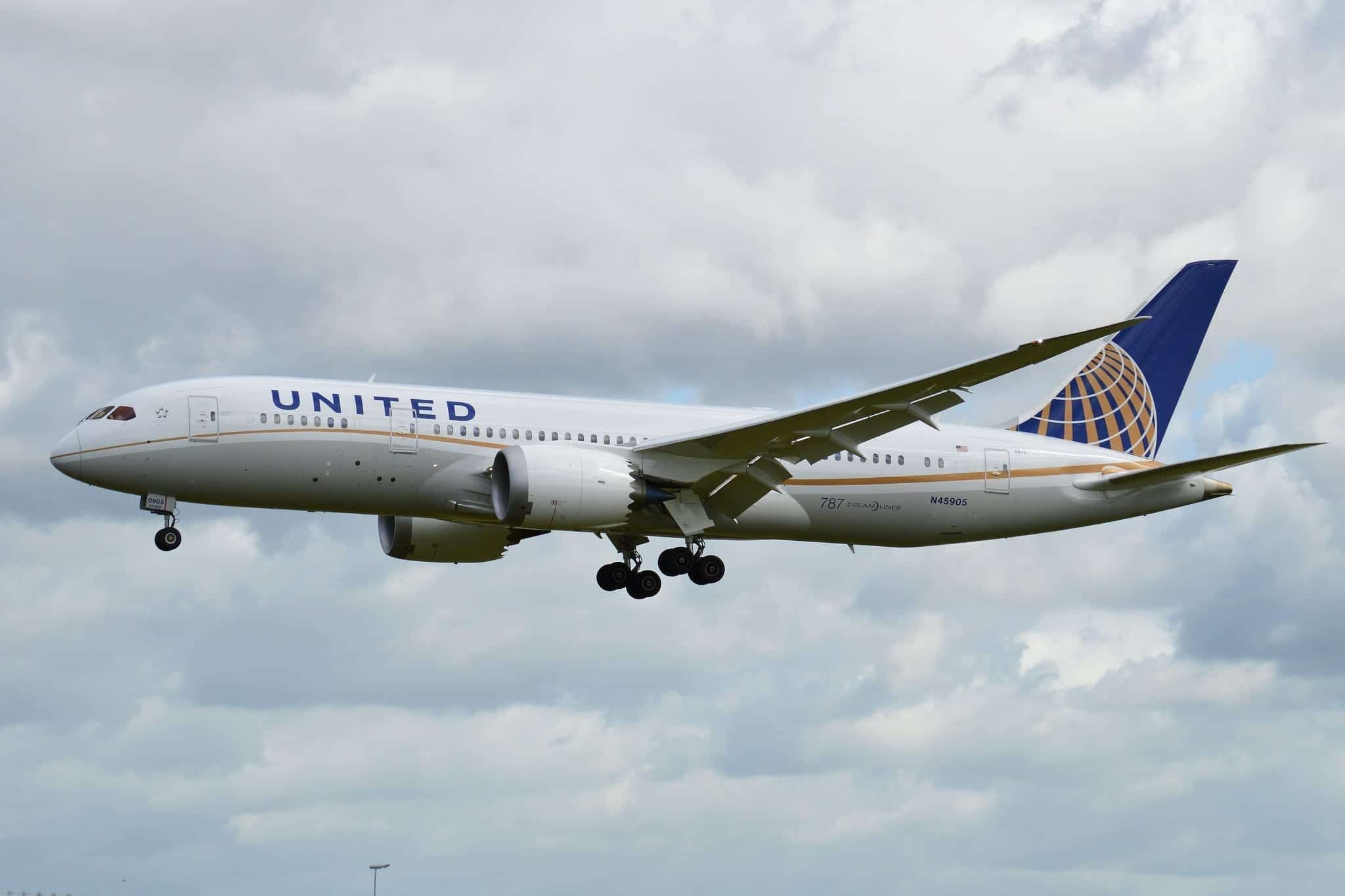 Boeing 787-8 'N45905' United Airlines; photo by Alan Wilson, via Flickr, CC BY-SA 2.0, no changes.