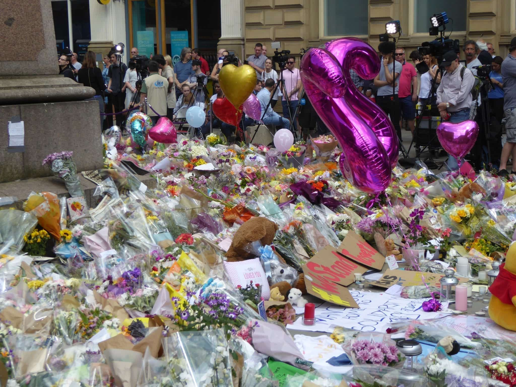 Tributes and memorials at St Ann's Square,Manchester, England, following the Manchester Arena bombing, May 2017. By Ardfern (Own work), CC BY-SA 4.0, via Wikimedia Commons, no changes.