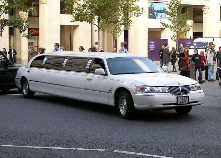Image of a 1998-2002 Lincoln Town Car stretch limousine
