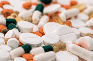 A pile of various colors of tablets and capsules; image by Pixabay, via Pexels.com.