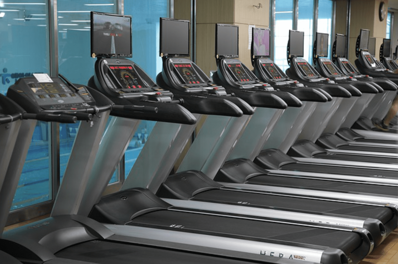 Choose a treadmill. Row of treadmills; image by milyoung23, via Pixabay.com.